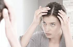 Caduta dei capelli, 7 cause del diradamento nella donna